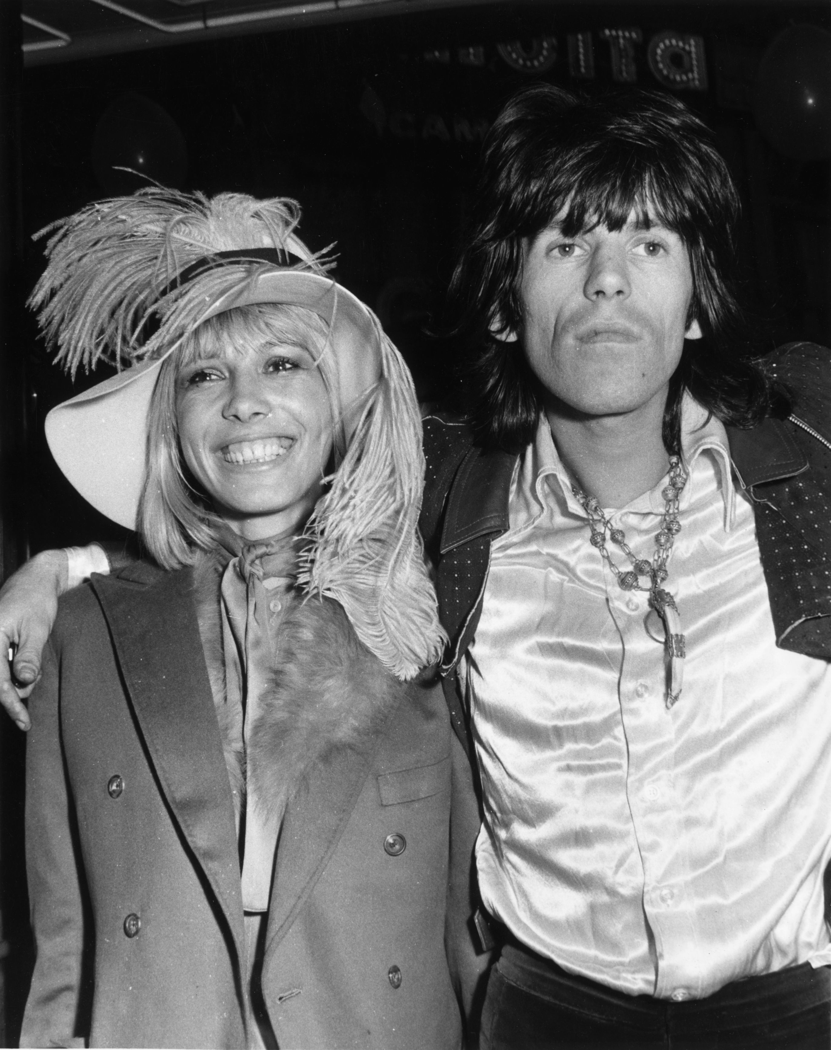 Keith Richards of the Rolling Stones arrives at the premiere of the Beatles film, 'Yellow Submarine' with his girlfriend Anita Pallenberg.  (Photo by Michael Webb/Getty Images)