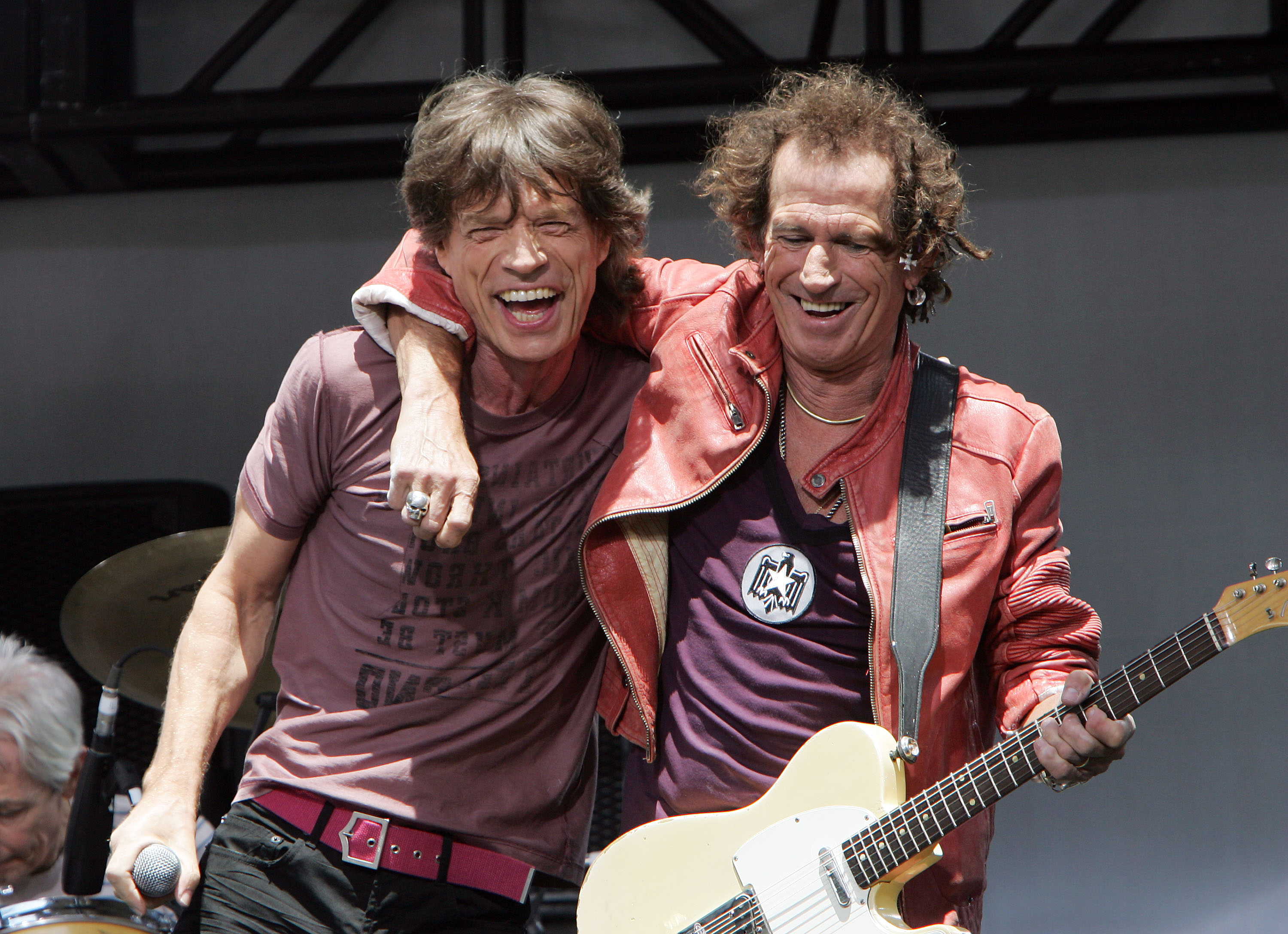 NEW YORK - MAY 10:  Keith Richards (R) and Mick Jagger of The Rolling Stones perform onstage during a press conference to announce a world tour at the Julliard Music School May 10, 2005 in New York City.  (Photo by Scott Gries/Getty Images)