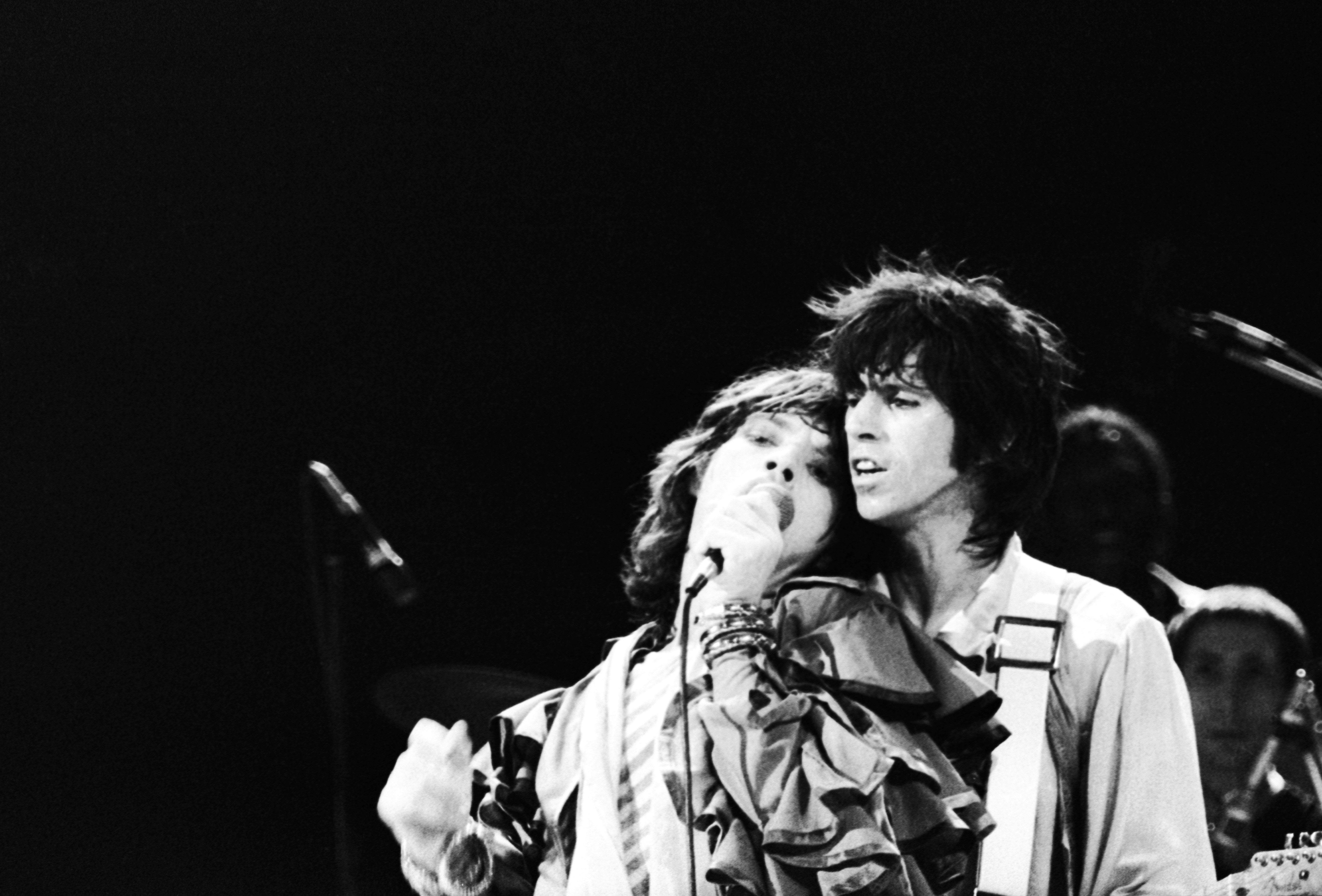 Mick Jagger and Keith Richards of the Rolling Stones performing at Earl's Court, London, 25th May 1976.  (Photo by John Minihan/Evening Standard/Hulton Archive/Getty Images)