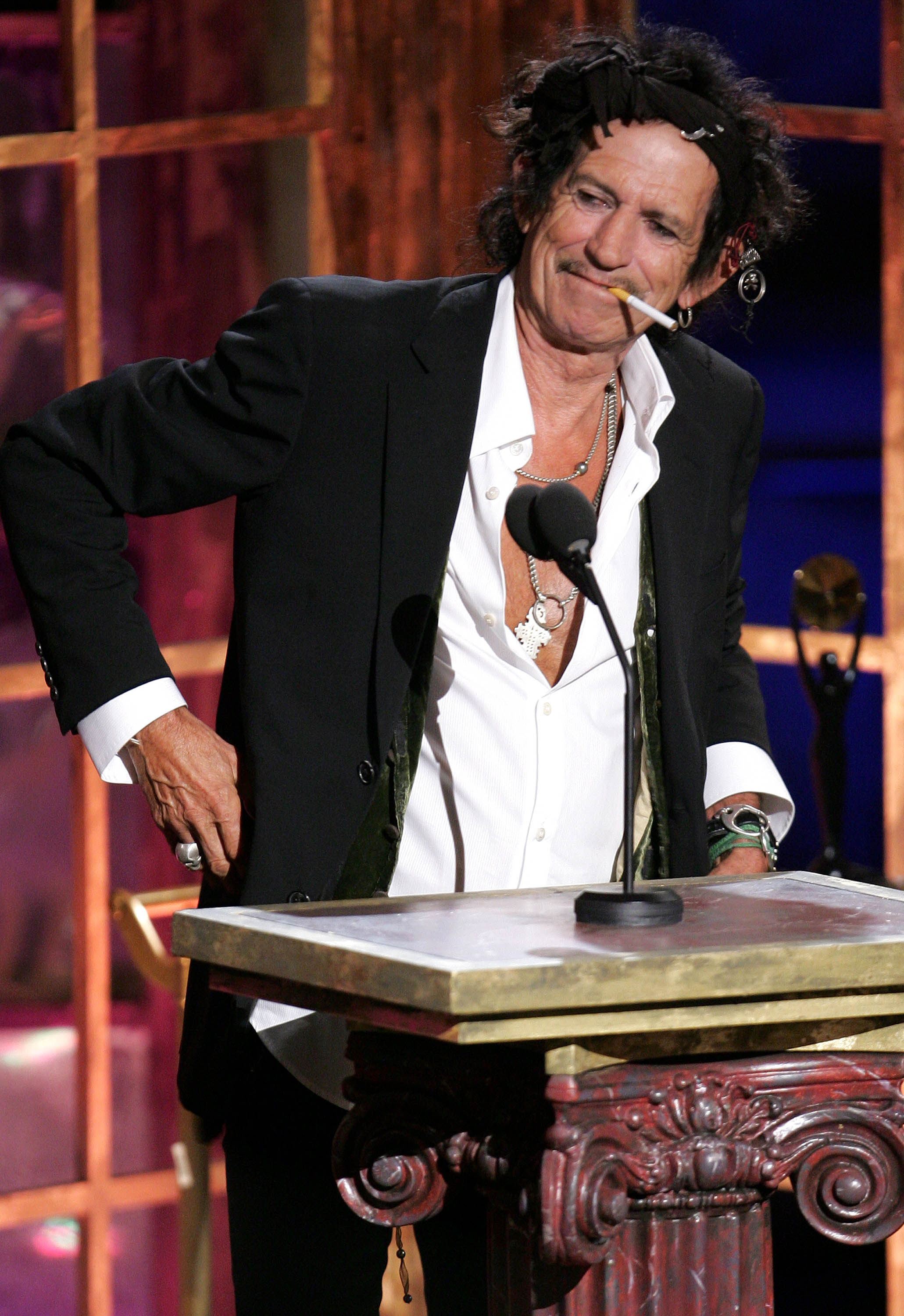 """NEW YORK - MARCH 12:  Musician Keith Richards of the Rolling Stones inducts """"The Ronettes"""" into the 22nd annual Rock And Roll Hall Of Fame at the Waldorf Astoria Hotel March 12, 2007 in New York City.  (Photo by Scott Gries/Getty Images)"""
