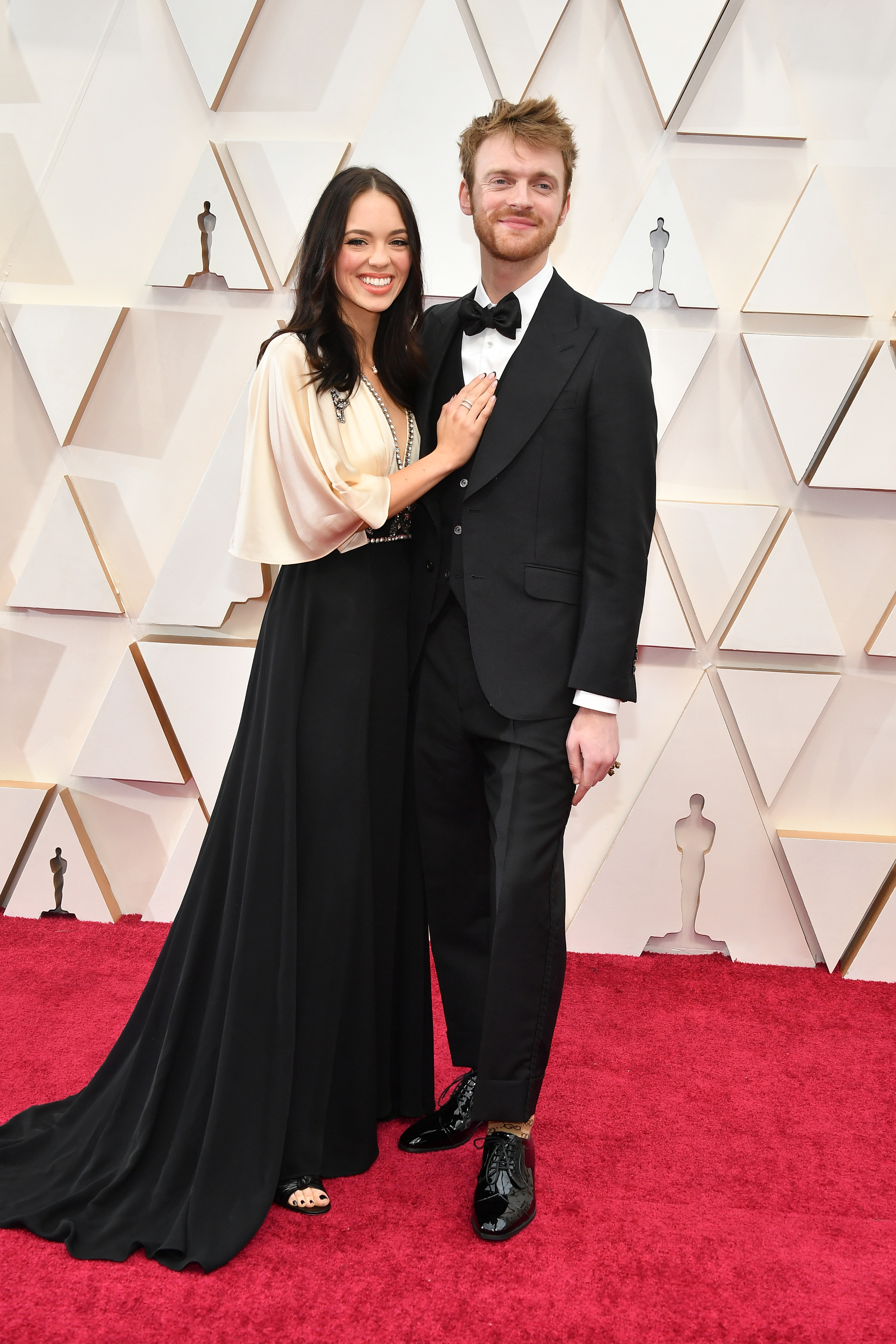 HOLLYWOOD, CALIFORNIA - FEBRUARY 09: (L-R) Claudia Sulewski and Finneas O'Connell attend the 92nd Annual Academy Awards at Hollywood and Highland on February 09, 2020 in Hollywood, California. (Photo by Amy Sussman/Getty Images)