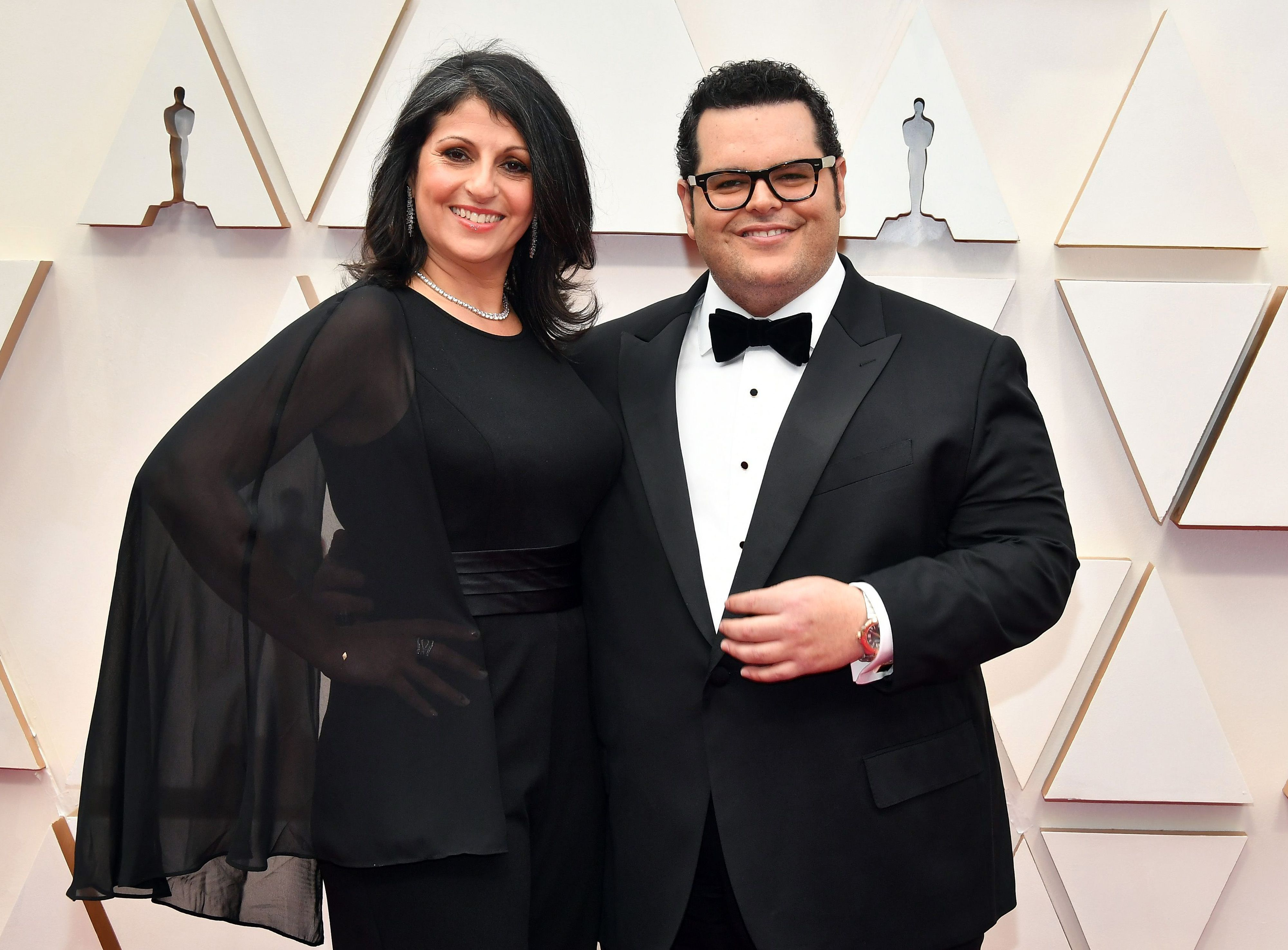 HOLLYWOOD, CALIFORNIA - FEBRUARY 09: (L-R) Ida Darvish and Josh Gad attend the 92nd Annual Academy Awards at Hollywood and Highland on February 09, 2020 in Hollywood, California. (Photo by Amy Sussman/Getty Images)