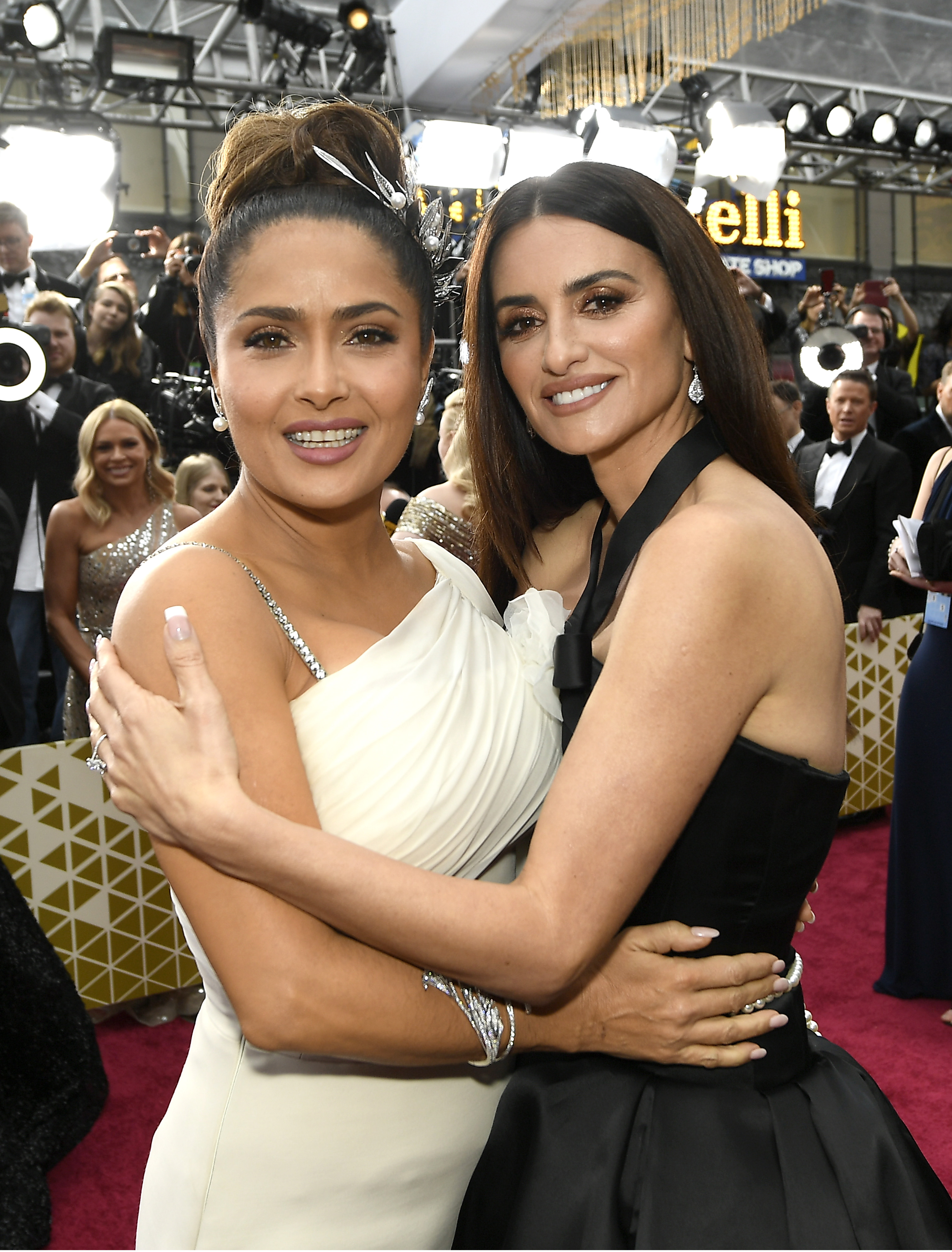 HOLLYWOOD, CALIFORNIA - FEBRUARY 09: (L-R) Salma Hayek and  Penélope Cruz attend the 92nd Annual Academy Awards at Hollywood and Highland on February 09, 2020 in Hollywood, California. (Photo by Kevork Djansezian/Getty Images)