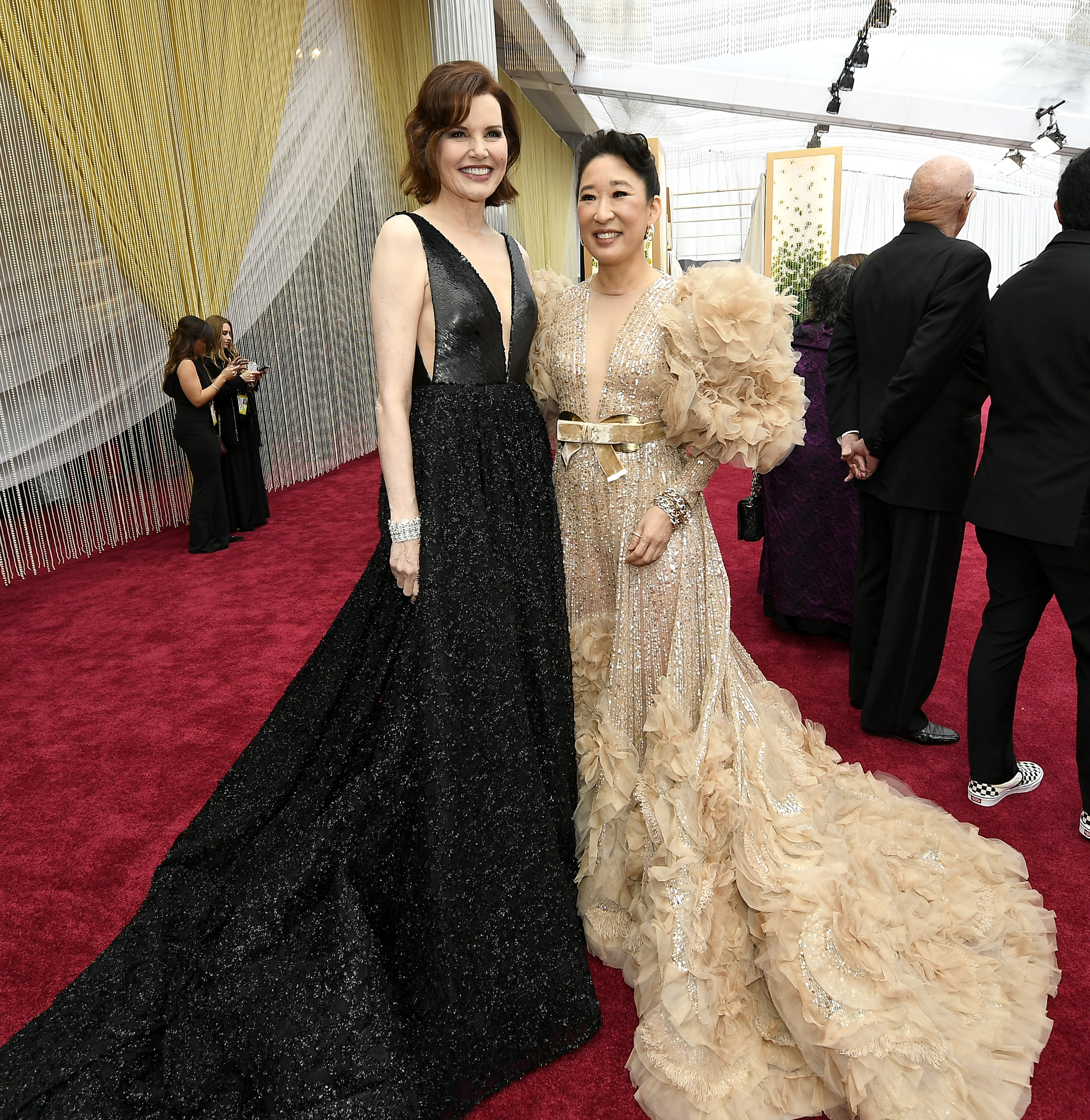 HOLLYWOOD, CALIFORNIA - FEBRUARY 09: (L-R) Geena Davis and Sandra Oh attend the 92nd Annual Academy Awards at Hollywood and Highland on February 09, 2020 in Hollywood, California. (Photo by Kevork Djansezian/Getty Images)